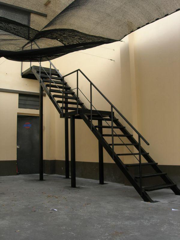 Extramet for Escaleras con descanso para interior